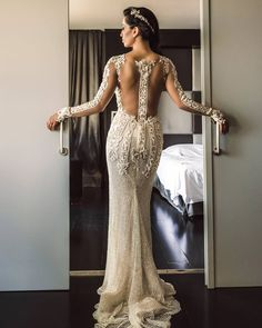 Magical #GLbride @duda_matic wearing the #Bella by #Galialahav. That #back though!