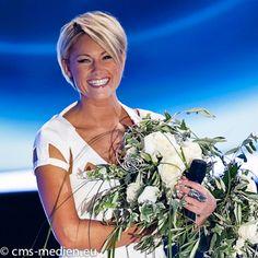 Love this hairstyle - Helene Fischer ein Show - Superstar aus Germany - Video Kommunikation http://www.streamlife.biz/vpUN224