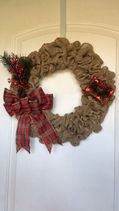 [DIY - Burlap Wreath for Less Than $8!]