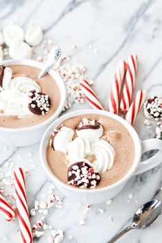 Who would you share this Spiked Peppermint Mocha Hot Chocolate with? Christmas Drinks, Noel Christmas, Christmas Treats, Holiday Treats, Winter Christmas, Holiday Recipes, Xmas Food, Holiday Drinks, Slow Cooker Desserts
