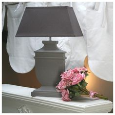 Lampe bois taupe & abat-jour prune - déco style gustavien