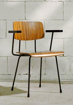 Andre Cordemeyer; Plywood, Enameled Metal and Bakelite Armchair for Gispen, 1960s.