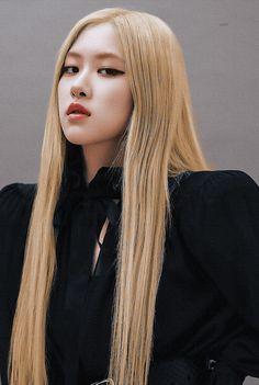 Kpop Girl Groups, Korean Girl Groups, Kpop Girls, Rose Blonde Hair, Rose And Rosie, Rose Park, 1 Rose, Park Chaeyoung, Jennie Blackpink