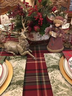 Best Christmas Table Decor ideas for Christmas 2019 where traditions meets grandeur - Hike n Dip - mix. Tartan Christmas, Christmas Napkins, Christmas Home, Christmas 2019, White Christmas, Christmas Gifts, Christmas Dining Table, Christmas Table Settings, Christmas Tablescapes