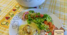 Ingredientes para 6 doses:  2 embalagens de medalhões de pescada do cabo da Pescanova  2 cebolas  Alho em pó  Azeite  Molho bechamel  1 p...