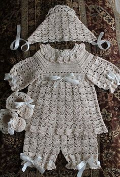 Crochet Baby Design Crochet Designs Free: set baby crochet with lovely pattern Crochet Girls, Crochet Baby Clothes, Crochet For Kids, Crochet Baby Blanket Beginner, Baby Knitting, Black Crochet Dress, Baby Kind, Baby Sweaters, Girls Sweaters