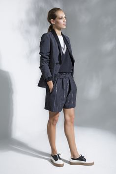 Brunello Cucinelli Spring 2016 Ready-to-Wear Collection Photos - Vogue Fashion Show, Fashion Looks, Fashion Outfits, Blue Fashion, High Fashion, Spring Summer 2016, Spring Summer Fashion, Milano Fashion Week, Sporty Outfits
