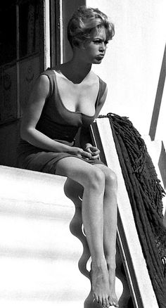 BB on a stairway,displaying her beautiful legs..