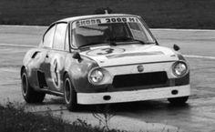 Závodních přestaveb automobilů Škoda byla v minulosti celá řada. Ale jen některé se mi líbí dodnes. Ovšem verze 2000 MI Turbo mezi ně rozhodně patří, protože má v upravené kastli erka domácí motor, byť také upravený.