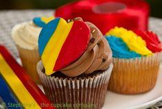 1 Decembrie/December Romania's National Day La mulți ani, România!^^ <3 1 Decembrie, Early Education, Desserts, Kindergarten, December, Medical, Cakes, Beautiful, Food