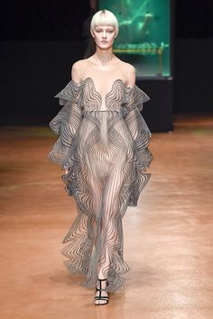 Iris van Herpen Fall 2017 Couture Fashion Show Collection