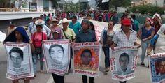 #Nacional Familiares de los 43 protestan frente a PGR