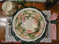 CollectIn Texas Gal: 1941 Desert Rose by Franciscan Pottery Fine China Dinnerware, Dinnerware Sets, Desert Rose Dishes, Dining Ware, Dining Room, Franciscan Ware, Shabby Chic Theme, Green China, Little Rose