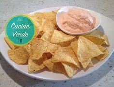Paprika-Dip - Rezept von Joes Cucina Verde Chili Dip, Mayonnaise, Dips, Snack Recipes, Snacks, Food, Dip Recipes, Onions, Food Portions