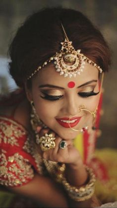 """How To Do Bridal Makeup At Home In 10 Easy Steps! Our simple and comprehensive """"how to do bridal makeup at home"""" guide will have you looking as gorgeous as any expensive makeup artist could possibly muster! Best Bridal Makeup, Indian Bridal Makeup, Indian Bridal Wear, Bride Makeup, Wedding Makeup, Moda Indiana, Makeup At Home, Bollywood, Beauty And Fashion"""
