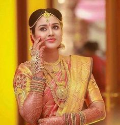 Beautiful Bride clad in traditional and an ever stunning bridal jewelry ❤️ Photography - makeover - Indian Bridal Wear, Indian Wedding Outfits, Bridal Outfits, Indian Outfits, South Indian Weddings, South Indian Bride, Kerala Bride, Hindu Bride, Bride Poses