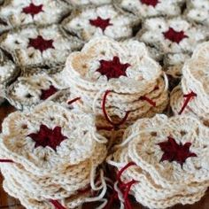 African Flowers are quick and easy to crochet and give a beautiful result . Give it a go with this fun pattern.