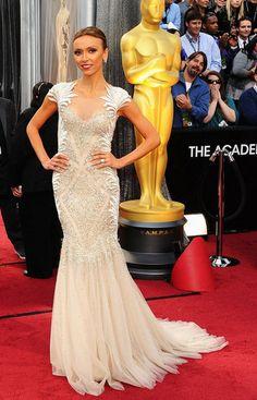 host Giuliana Rancic wears a Tony Ward Spring 2012 Couture gown on the Academy Awards red carpet. Oscar Gowns, Vestidos Oscar, Oscar Dresses, Tony Ward, Giuliana Rancic, Elie Saab, Oscar 2012, Robes D'oscar, Beautiful Dresses