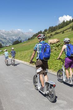 Familien- und Gruppenerlebnis in Obersten. Foto: nordlichtphoto.com Bicycle, Motorcycle, Families, Tourism, Tours, Summer Recipes, Bike, Bicycle Kick, Bicycles