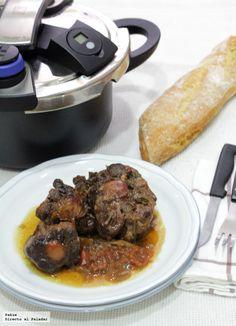 Una de las recetas de carne más tiernas y melosas es el rabo de toro a la cordobesa en olla expés y aunque es difícil encontrar rabo de toro o d...
