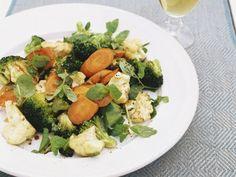 Brokkolisalat mit Blumenkohl und Möhren