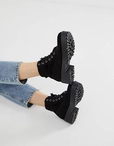 Buy New Look lace up chunky flat boot in black at ASOS. With free delivery and return options (Ts&Cs apply), online shopping has never been so easy. Get the latest trends with ASOS now. Lace Up Heel Boots, Buckle Ankle Boots, Flat Boots, Ankle Booties, Women's Boots, Snow Boots, Black Leather Chelsea Boots, Black Combat Boots, Street Style Trends
