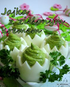 Jajka z zielonym kremem | Smaczna Pyza Easter Recipes, Appetizer Recipes, Amazing Food Decoration, Deviled Eggs Recipe, Quick Snacks, Appetisers, Breakfast Dishes, Party Snacks, International Recipes