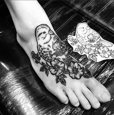 Blackwork flower bird tattoo. Follow me on my blog to join all my tips and tricks about tattoos.