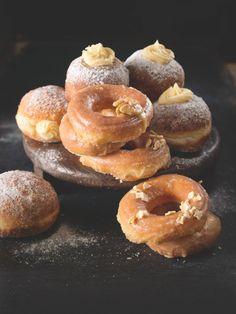 Večer zaděláte, ráno usmažíte. Horké jsou totiž nej! Doughnut, Desserts, Food, Syrup, Tailgate Desserts, Deserts, Essen, Postres, Meals