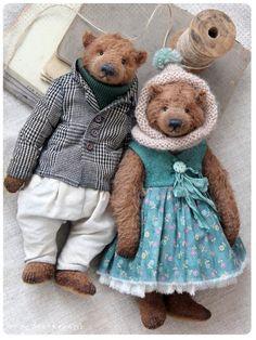 Couple Hollie & Robert by Anna Bratkova on Tedsby Teddy Bear Clothes, Teddy Toys, Clothing Patterns, Sewing Patterns, Teddy Bear Sewing Pattern, Bear Design, Pattern Drawing, Jacket Pattern, Jacket Dress