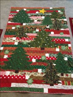 I love this Jelly Roll Race quilt with the appliqued Christmas Trees! How pretty! - My DIY Tips Christmas Tree Quilt, Christmas Quilt Patterns, Christmas Sewing, Christmas Projects, Christmas Quilting, Christmas Applique, Jelly Roll Race, Jelly Roll Quilt Patterns, Winter Quilts