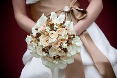 BRIDE: just in case ill walk with flowers, this is what it gonna looks like. Champagne brown