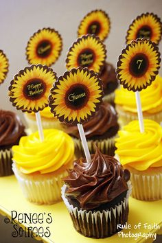 New Bridal Shower Invitations Free Diy Ideas Sunflower Birthday Parties, Sunflower Party, Sunflower Baby Showers, Summer Birthday, Diy Birthday, Happy Birthday, Sunflower Cupcakes, Birthday Recipes, Carnival Birthday
