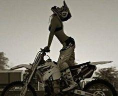 Feliz ou não, a lei da vida é seguir em frente com a cabeça em frente #Motocross