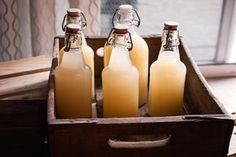 Ginger beer is very healthy and holistic medicine uses it to treat stomach problems and gout. This beer can be home made with fresh or dried ginger. Ginger Juice, Ginger Ale, Healthy Beer, Eat Healthy, Homemade Ginger Beer, Reduce Cholesterol, Beer Recipes, Homebrew Recipes, Ginger Beer