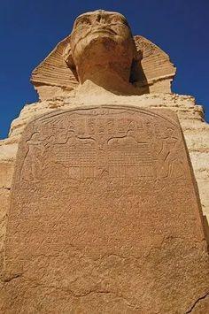 Foto: Esfinge CARVED losa de granito Secretos descubrimiento de la Esfinge.  De acuerdo con la leyenda, la Esfinge en descomposición habló príncipe Tutmosis en un sueño, instándole para restaurar la estatua a su gloria.