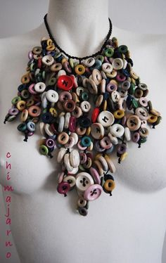 Le Cascate di Bottoni di Chimajarno / Upcycled Buttons Necklace Source by Recyclart idea creative Jewelry Crafts, Jewelry Art, Jewelry Design, Button Art, Button Crafts, Recycled Jewelry, Handmade Jewelry, Found Object Jewelry, Button Necklace