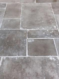 www.rawstones.nl Foyer Flooring, Unique Flooring, Stone Flooring, Kitchen Flooring, Flooring Ideas, Castle Stones, White Brick Houses, House Tiles, Painted Floors