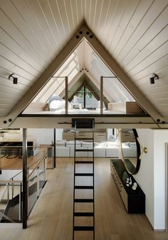 Tiny triangular loft with reading nooks and a skylight opening up to a roof deck of a renovated residence nestled on a slope in Twin Peaks, San Francisco - Home Design and Decoration A Frame Cabin, A Frame House, Interior Design Inspiration, Decor Interior Design, Design Ideas, Architecture Design, Triangular Architecture, Contemporary Architecture, Modern Contemporary