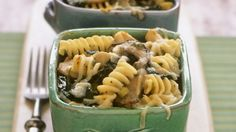 Nudelauflauf mit Pilzen, Spinat und Käse |
