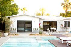 Aujourd'hui rendez-vous à Palm Springs pour visiter la sublime maison de la blogueuse californienne Sarah Yates