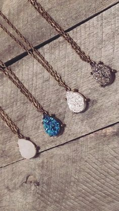 Beautiful Druzy Necklace Available in 4 different Colors. Limited offer, buy yours today or share with a friend. Pendant Size: Approx 1 inch Chain Length: 45 cm Weight: 1.4g Material: Druzy Crystal Ge