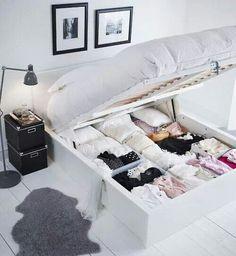 Te veel kleding? geen plek voor nog een extra kast? Waarom maakt u niet een opbergplek van uw bed?