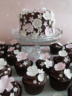 Cute Peony Cupcakes & Main Cake
