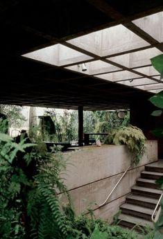 inside out: architektur: antonio teofilo residenz: decio tozzi: brasilien - Garden Projects Concrete Architecture, Tropical Architecture, Space Architecture, Natural Architecture, Building Architecture, Architecture Student, Architecture Details, Inside Outside, Brutalist
