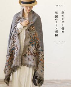 。【再入荷♪12月7日12時&22時より】「french」黒に映える鮮やかな花刺繍のストール