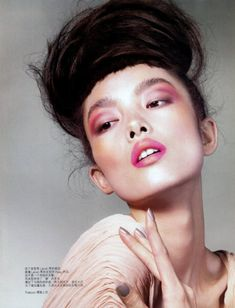 Vogue China/ Beauty June 2010 High Knots Classroom Model: Fei Fei Sun Photographed by Jem Mitchell Contour Makeup, Beauty Makeup, Hair Makeup, Hair Beauty, Makeup Style, Eye Makeup, Pink Makeup, Beauty Art, Beauty Tips