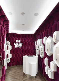 The Tailor Shop - Digital Ocean / Concepts - The Tailor Shop The Tailor Shop, Moscow. A project by Ippolito Fleitz Group – Identity Architects. Design Shop, Design Ppt, Design Ideas, Interior Design Photos, Office Interior Design, Luxury Interior Design, Interior Modern, Modern Luxury, Jewellery Shop Design