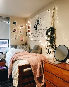 Stylish cool dorm rooms style decor ideas 01 is part of Girls dorm room Stylish cool dorm rooms style decor ideas 01 - College Bedroom Decor, Cool Dorm Rooms, Small Room Bedroom, College Dorm Rooms, Bedroom Ideas, Small Rooms, Girls Bedroom, Bedrooms, Modern Bedroom