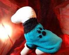 """Hundepullover """"Jerry"""", Größe wählbar, aus Wolle, mit gehäkelter Pfoten-Applikation Pet Clothes, Pet Supplies, Dinosaur Stuffed Animal, Etsy, Animals, Fashion, Fashion Styles, Special Gifts, Craft Gifts"""